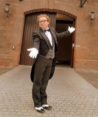 Butler und lustiger Kellner in Karlsruhe
